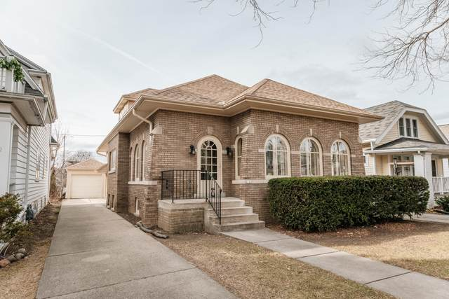 2113 N 64th St, Wauwatosa, WI 53213 (#1721673) :: RE/MAX Service First