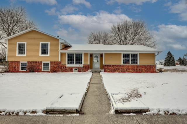 707 Sandy Acre Dr, West Bend, WI 53090 (#1721871) :: RE/MAX Service First