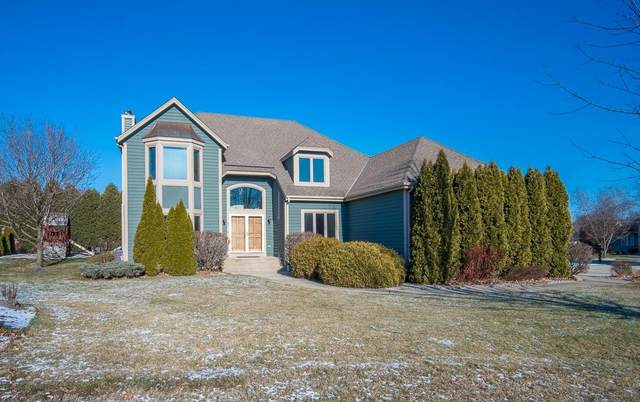 4574 S Foxwood Blvd, Greenfield, WI 53228 (#1721872) :: RE/MAX Service First