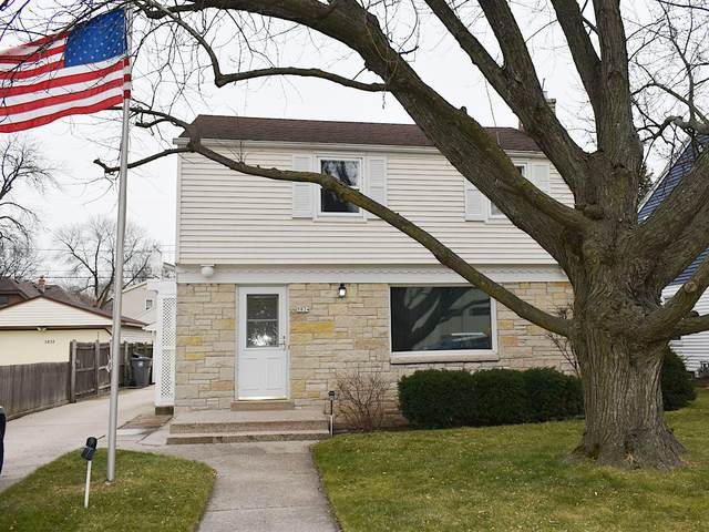 5824 N Lydell Ave, Whitefish Bay, WI 53217 (#1721983) :: Tom Didier Real Estate Team