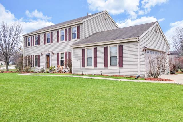 8801 W Lake Pointe Cir, Franklin, WI 53132 (#1722057) :: OneTrust Real Estate