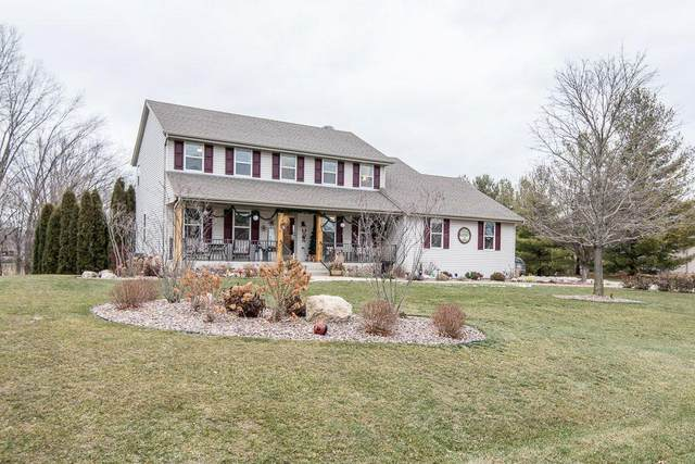 428 Sand Hill Ln, Dousman, WI 53118 (#1722279) :: RE/MAX Service First