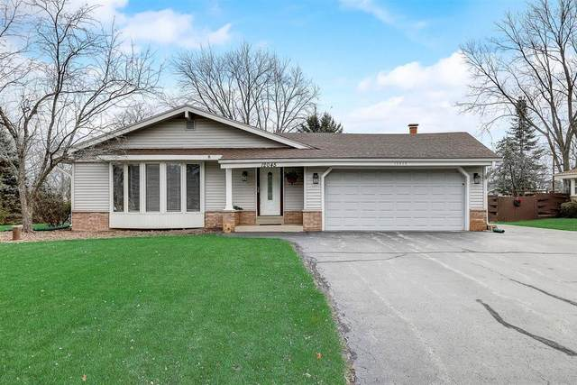 12045 W Steven Pl, Franklin, WI 53132 (#1722287) :: RE/MAX Service First