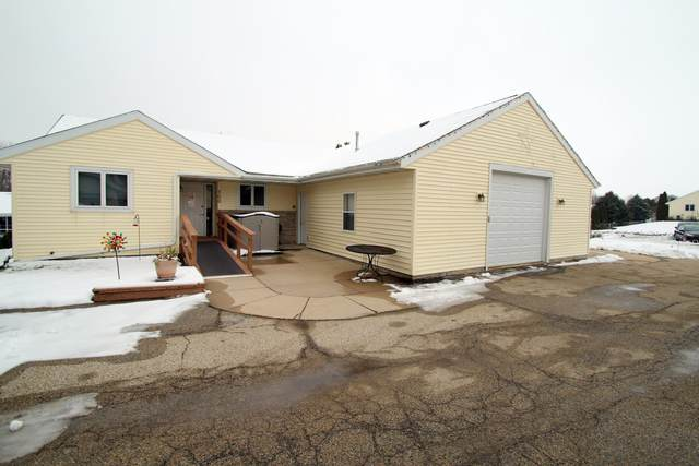 700 Badger Ct #702, Fort Atkinson, WI 53538 (#1722730) :: RE/MAX Service First