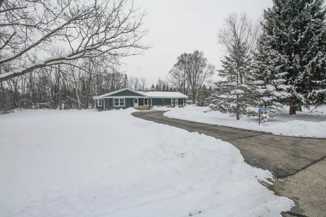 9935 Royal Oak Rd, Cedarburg, WI 53012 (#1722975) :: Tom Didier Real Estate Team