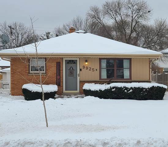 9925 W Grantosa Dr, Wauwatosa, WI 53222 (#1723176) :: Tom Didier Real Estate Team