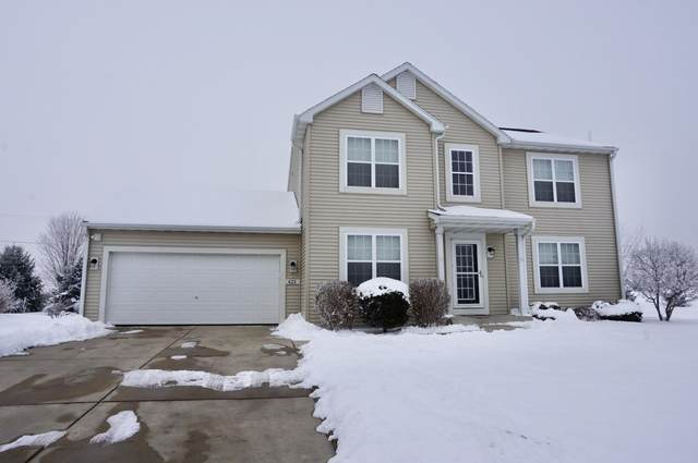 425 Cedar Bluffs Ct, Slinger, WI 53086 (#1723206) :: OneTrust Real Estate