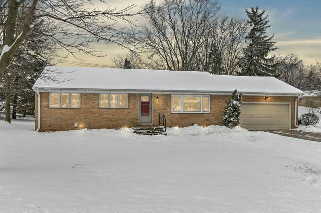 825 Harvey Ave, Brookfield, WI 53005 (#1723246) :: RE/MAX Service First