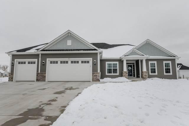 8421 S Nighthawk Trl, Oak Creek, WI 53154 (#1723406) :: Tom Didier Real Estate Team