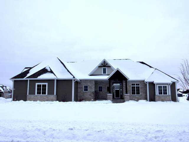 1653 Whistling Hill Cir, Hartland, WI 53029 (#1723523) :: RE/MAX Service First
