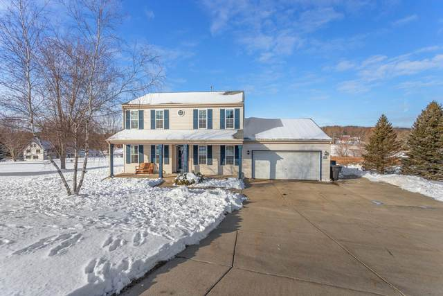 W296S3041 Molly Ln S, Genesee, WI 53188 (#1723626) :: Tom Didier Real Estate Team