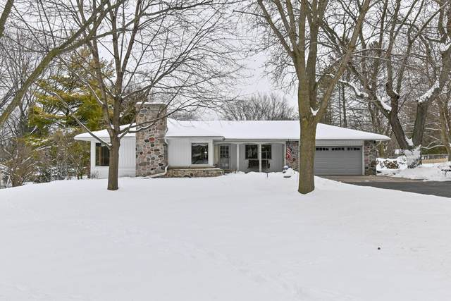 W277N1668 Lakeview Dr, Pewaukee, WI 53072 (#1723645) :: Tom Didier Real Estate Team