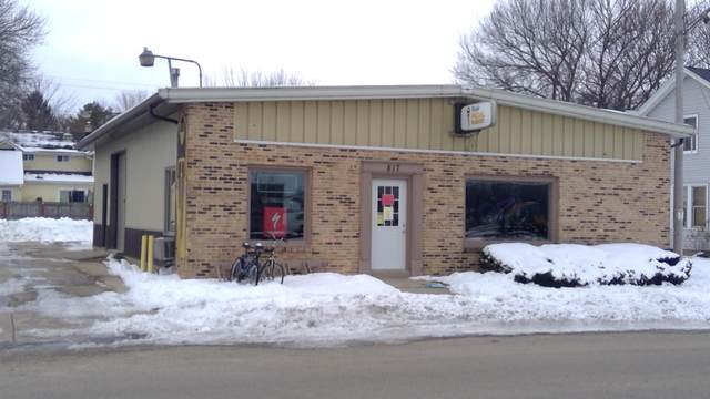 817 N Pine St, Burlington, WI 53105 (#1723734) :: OneTrust Real Estate