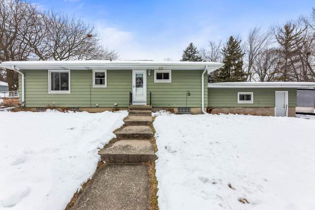 1000 Lemira Ave, Waukesha, WI 53188 (#1723803) :: RE/MAX Service First