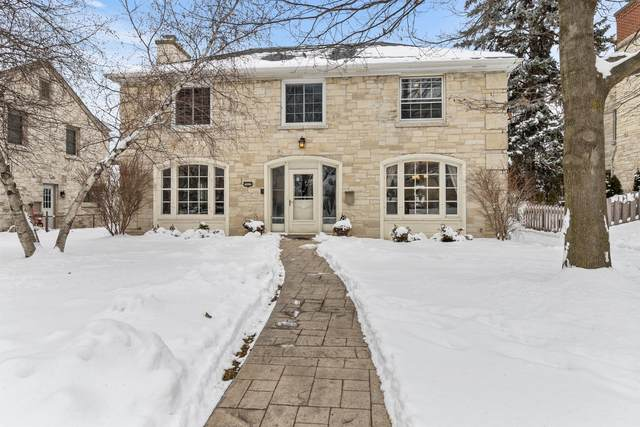 7822 W Wisconsin Ave, Wauwatosa, WI 53213 (#1723890) :: RE/MAX Service First