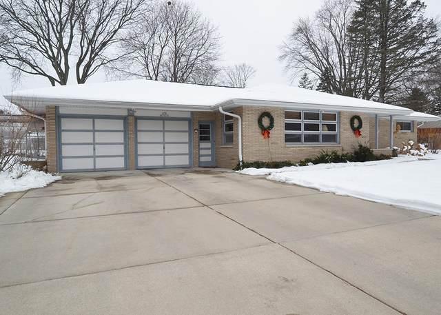 N79W15013 Menomonee Manor Dr, Menomonee Falls, WI 53051 (#1723922) :: OneTrust Real Estate