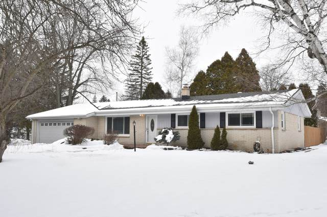 7650 W Sunnyvale Rd, Mequon, WI 53097 (#1724025) :: Tom Didier Real Estate Team