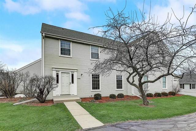 12533 N Woodberry Dr, Mequon, WI 53092 (#1724045) :: Tom Didier Real Estate Team