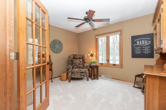 4060 S Wildcat Ct, Greenfield, WI 53228 (#1724053) :: OneTrust Real Estate