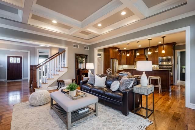 446 Park Ct, Hartland, WI 53029 (#1724070) :: Tom Didier Real Estate Team