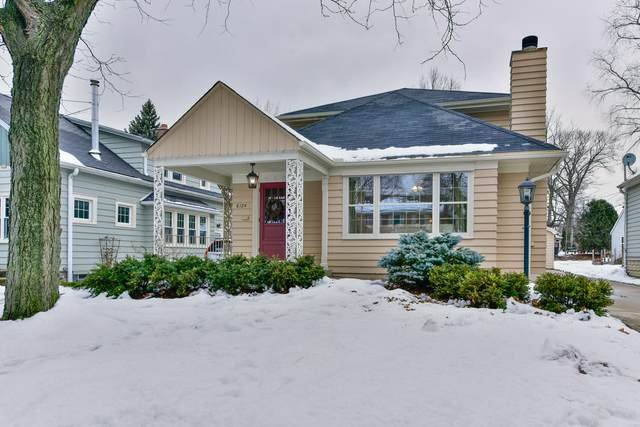8124 Hillcrest Dr, Wauwatosa, WI 53213 (#1724076) :: RE/MAX Service First