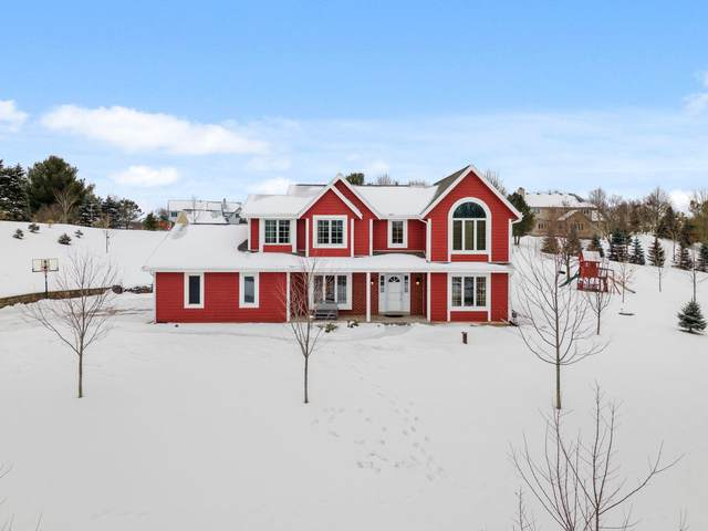 N69W28877 Vernon Dr, Merton, WI 53029 (#1724089) :: RE/MAX Service First