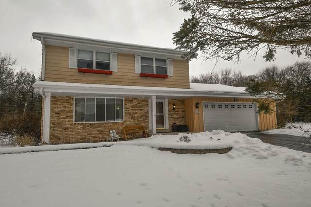 S44W33215 Connemara Dr, Genesee, WI 53118 (#1724280) :: RE/MAX Service First