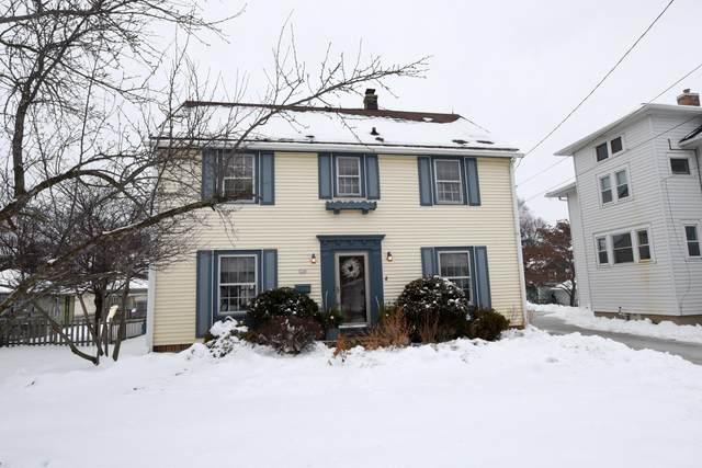 124 W Highland Ave, Burlington, WI 53105 (#1724539) :: OneTrust Real Estate