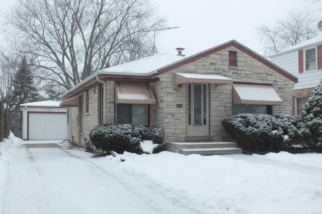 2615 S 77th St, West Allis, WI 53219 (#1724582) :: RE/MAX Service First