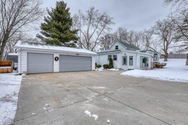 2920 Mile View Rd, West Bend, WI 53095 (#1724617) :: EXIT Realty XL