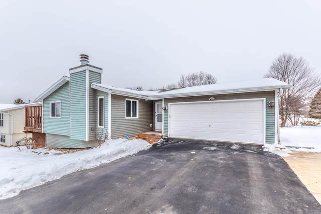 826 Squire Ln, West Bend, WI 53090 (#1724654) :: RE/MAX Service First