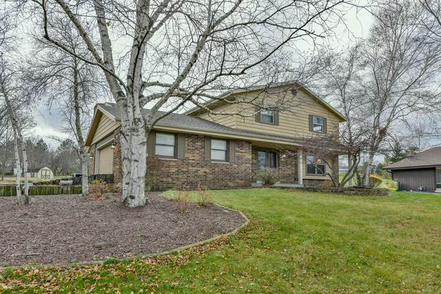 2529 W Glenbrook Ln, Mequon, WI 53092 (#1724742) :: Tom Didier Real Estate Team