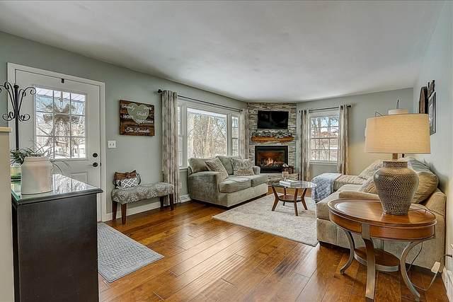 530 Oakwood Dr, Delafield, WI 53018 (#1724768) :: OneTrust Real Estate