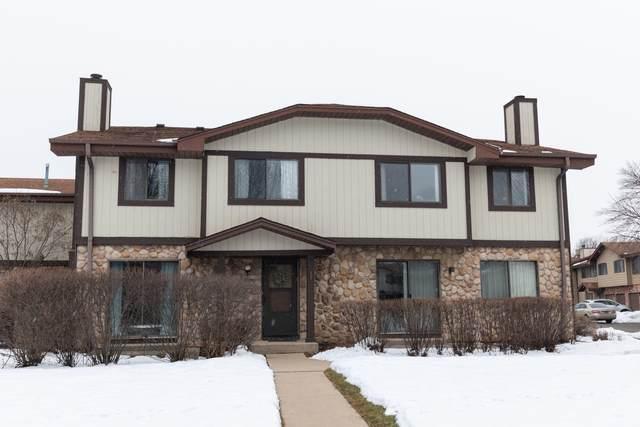 8035 W Manor Cir, Milwaukee, WI 53223 (#1724794) :: Keller Williams Realty - Milwaukee Southwest