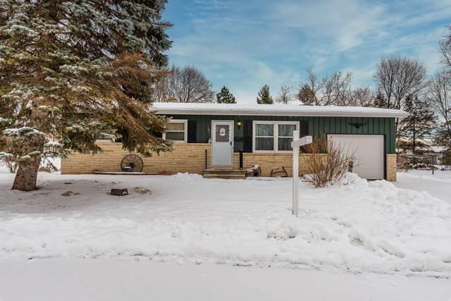 723 Pleasant Dr, West Bend, WI 53095 (#1724848) :: OneTrust Real Estate