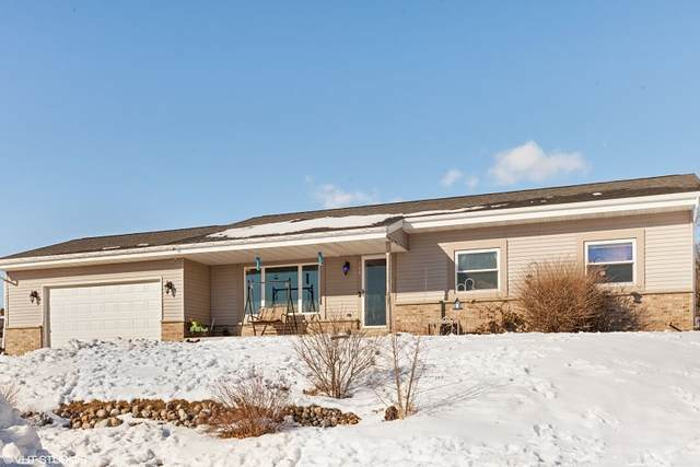 424 Clover Ct, Eagle, WI 53119 (#1724861) :: RE/MAX Service First