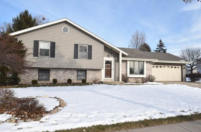 8170 S White Oak Dr, Oak Creek, WI 53154 (#1724993) :: OneTrust Real Estate