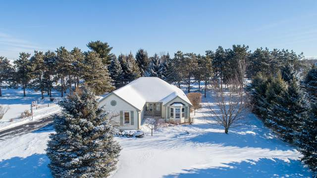 W362S2386 Lisa Ln, Ottawa, WI 53118 (#1725570) :: OneTrust Real Estate