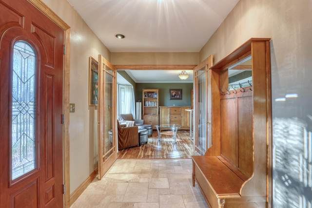 1390 Lexington Ct, Brookfield, WI 53045 (#1725783) :: OneTrust Real Estate