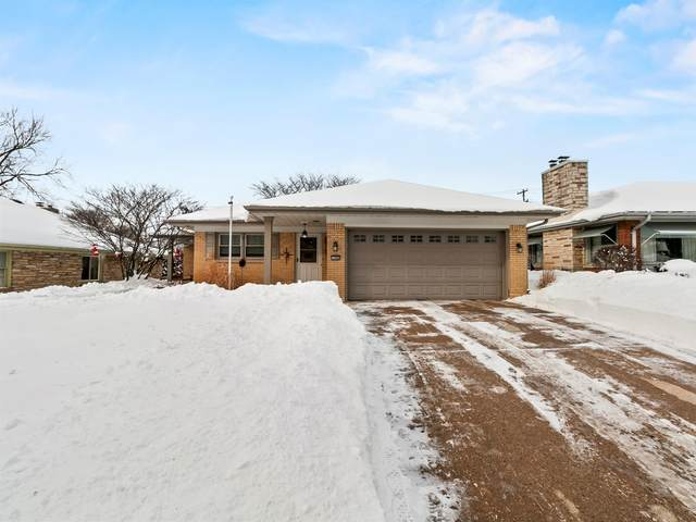 10466 W Woodward Ave, Wauwatosa, WI 53222 (#1726638) :: OneTrust Real Estate