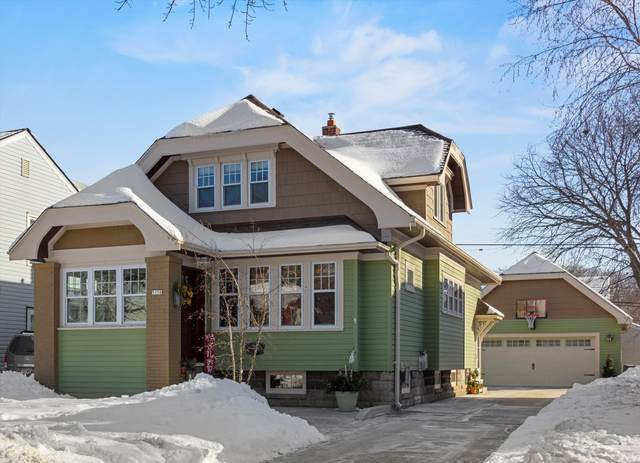 5156 N Shoreland Ave, Whitefish Bay, WI 53217 (#1726882) :: OneTrust Real Estate