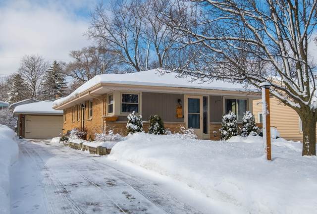 2611 N 114th St, Wauwatosa, WI 53226 (#1727303) :: OneTrust Real Estate