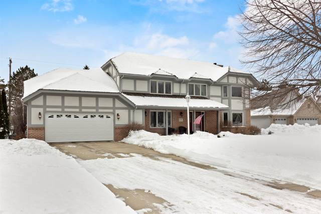 8241 S Country Club Cir, Franklin, WI 53132 (#1727367) :: RE/MAX Service First