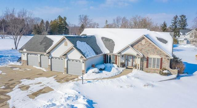 N121W12468 Crestwood Ln, Germantown, WI 53022 (#1727915) :: RE/MAX Service First