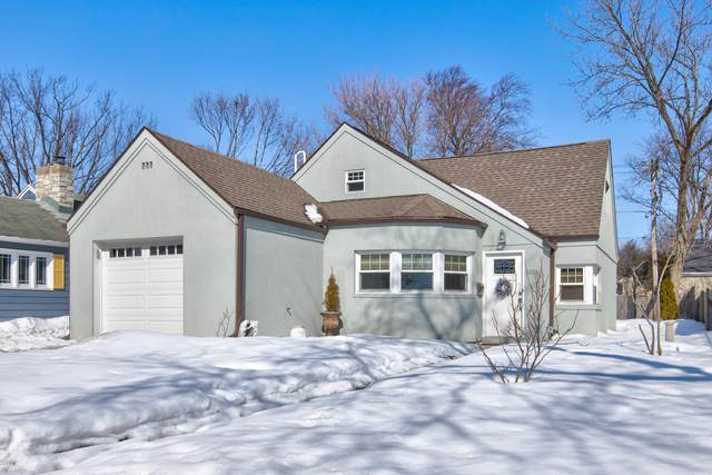 1026 E Henry Clay St, Whitefish Bay, WI 53217 (#1728471) :: RE/MAX Service First