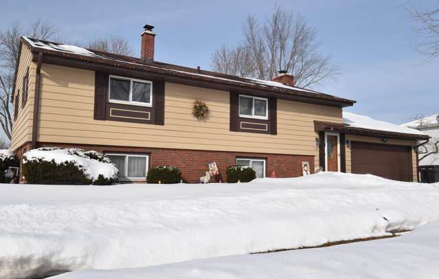 1702 Sycamore Dr, Waukesha, WI 53189 (#1728646) :: RE/MAX Service First