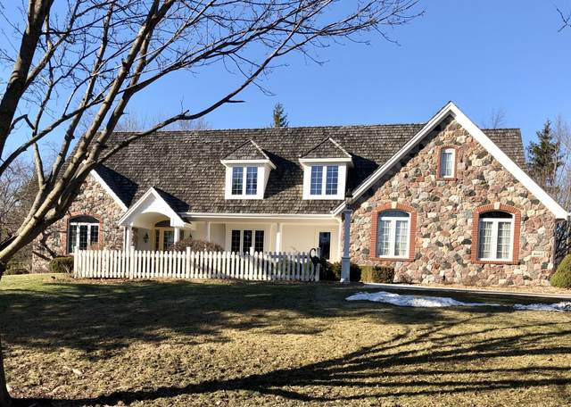 4602 W Madero Dr, Mequon, WI 53092 (#1728857) :: RE/MAX Service First