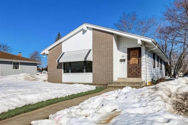 756 7th Ave, Grafton, WI 53024 (#1729134) :: Tom Didier Real Estate Team