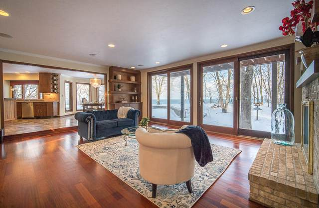 11266 N Lakeview Pl, Mequon, WI 53092 (#1729543) :: Tom Didier Real Estate Team