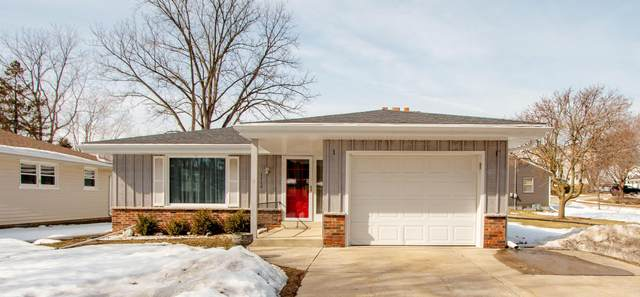 1516 West End Rd, Waukesha, WI 53188 (#1729580) :: RE/MAX Service First